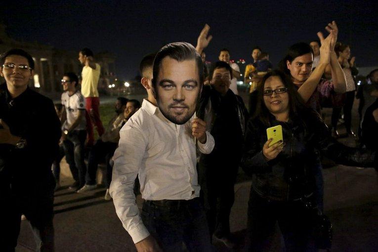 Фанаты празднуют получение Оскара Леонардо Ди Каприо