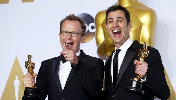 Том Маккарти и Джош Сингер во время 88-й церемонии вручения премии Оскар в Голливуде