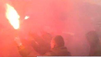 Активисты Азова жгут файеры в центре Киева в знак протеста