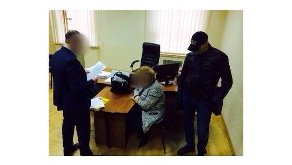 В Минобразования задержали ректора на даче взятки