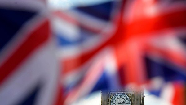 Флаг Британии на фоне Биг-Бена