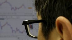 Рынок Форекс. Колебания йены на графике торгового терминала валютного рынка.
