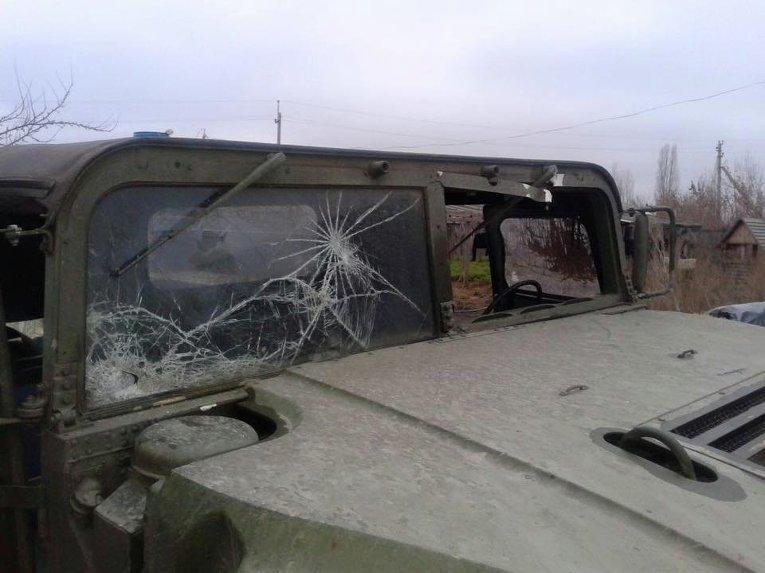 Hummer мобильной группы по борьбе с контрабандой после обстрела