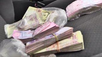 Пограничники изъяли на КППВ Марьинка 150 тысяч гривен