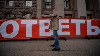 Митинг против незаконных застроек в столице под зданием КГГА