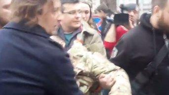 Станислава Краснова без сознания выносят из зала суда