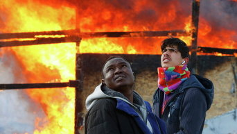 Горящий лагерь мигрантов во французском Кале