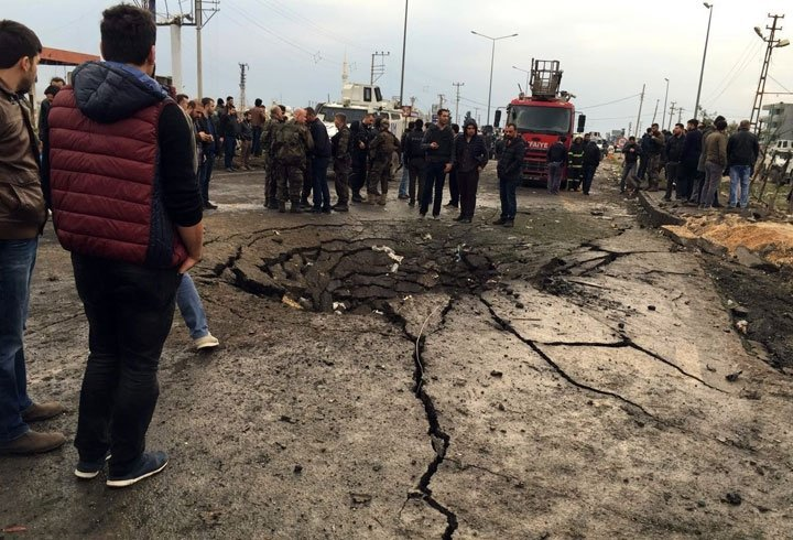 На месте взрыва заминированного автомобиля в городе Нусайбин в Турции