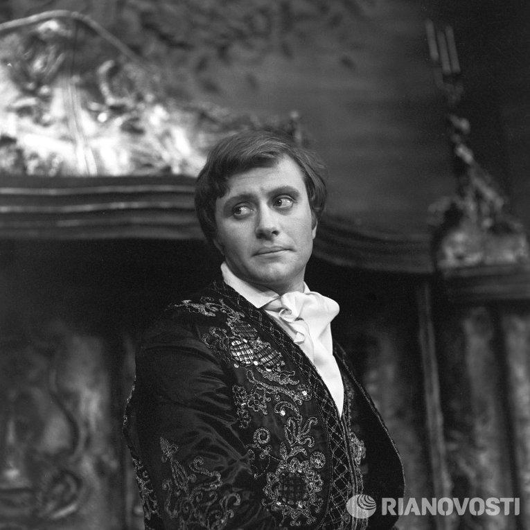 Андрей Миронов в роли Фигаро в спектакле Безумный день, или Женитьба Фигаро