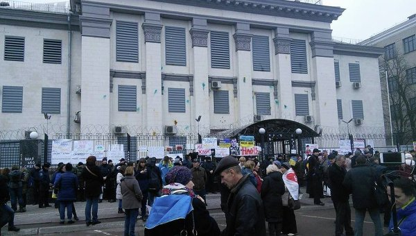 Митинг в поддержку Савченко под посольством РФ в Киеве