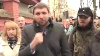 Владимир Парасюк сорвал российский флаг с консульства РФ
