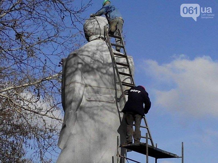 В Запорожье демонтируют памятник Дзержинскому