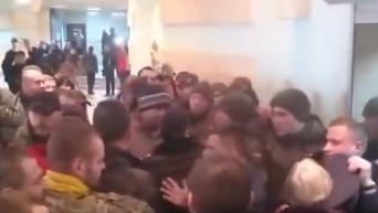 Драка в Малиновском суде Одессы по делу 2 мая. Видео