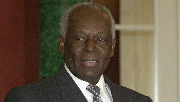 Президент Анголы Жозе Эдуарду душ Сантуш