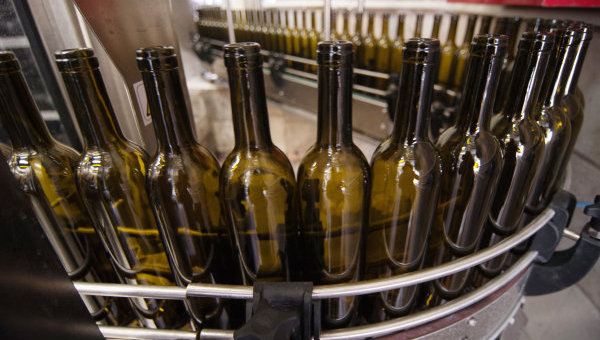 Бутылки под вино. Архивное фото