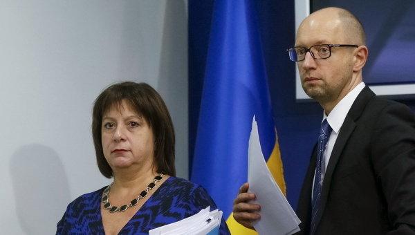 Премьер-министр Украины Арсений Яценюк и министр финансов Наталья Яресько
