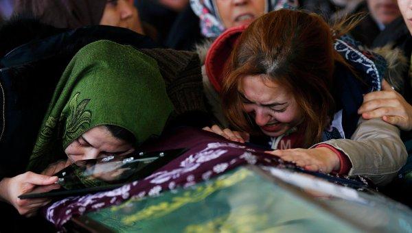 Трое детей погибли в результате удара током в аквапарке в Турции