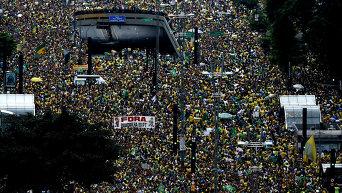 Около 3 млн человек вышли на акции протеста против президента в городах Бразилии
