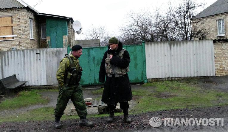 Ополченцы ДНР в поселке Зайцево под Горловкой
