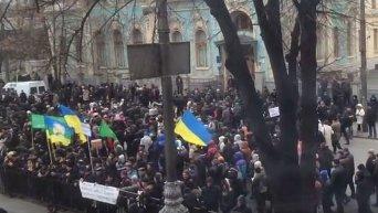 Митигующие перекрыли улицу в центре Киева
