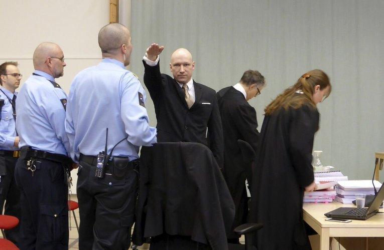 Норвежец Андерс Брейвик в суде.