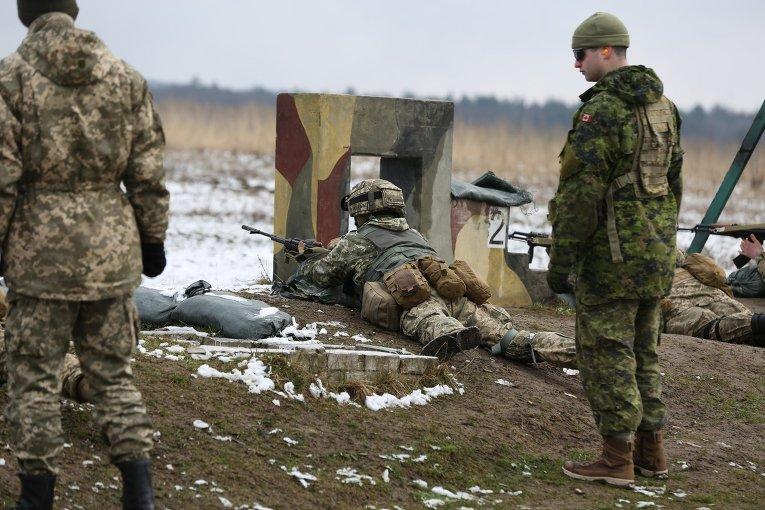 Занятия украинских военнослужащих и канадских инструкторов в Международном центре миротворчества и безопасности во Львовской области