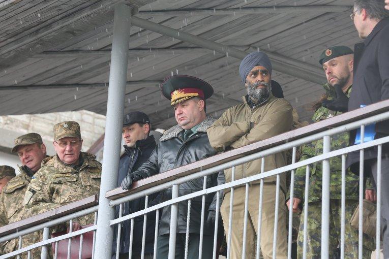 Министр обороны Украины Степан Полторак и министр национальной обороны Канады Сингх Сейджжан