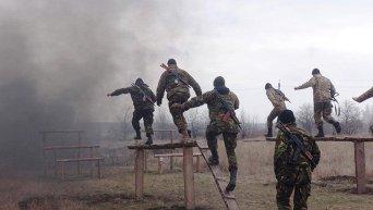 Военнослужащие 25 отдельной воздушно-десантной бригады ВДВ ВСУ готовятся к боям с ополченцами