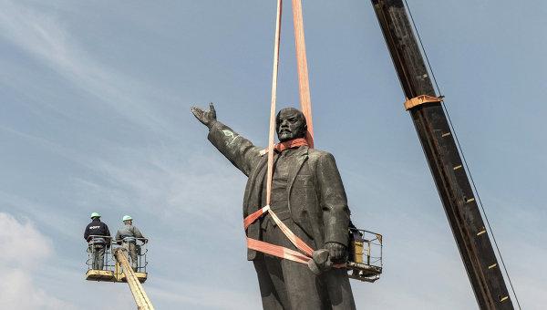 Демонтаж памятника Ленину в Запорожье