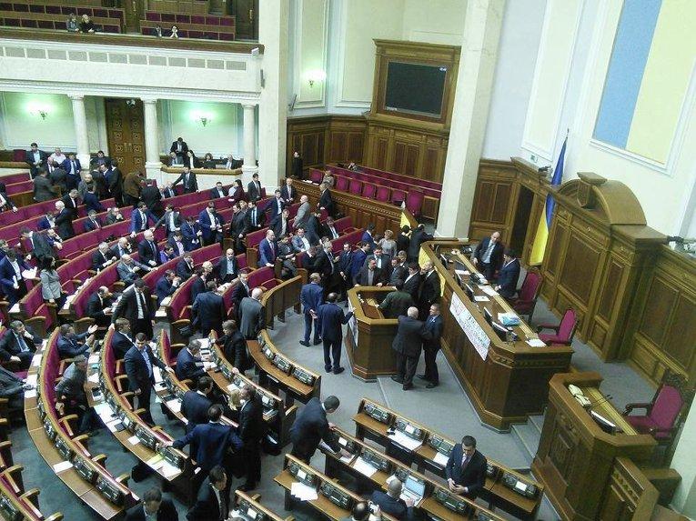 Потасовка в Верховной Раде в ходе обсуждения закона о спецконфискации