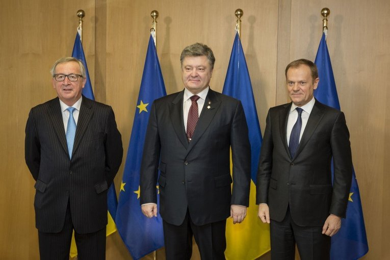 Жан-Клод Юнкер, Петр Порошенко и Дональд Туск в Брюсселе