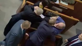Нападение Черновол на депутата Безбаха в Раде. Видео