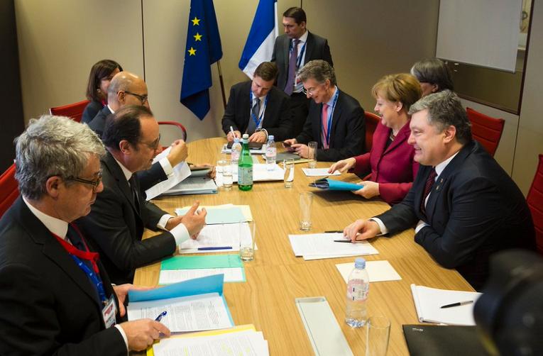 Франсуа Олланд, Ангела Меркель и Петр Порошенко в Брюсселе