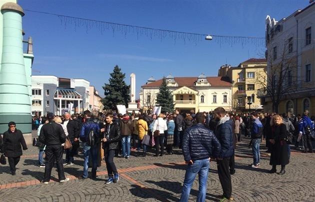 Преподаватели и студенты ПТУ заблокировали депутатов Мукачевского горсовета