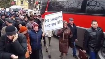 Шествие работников ПТУ под здание АП