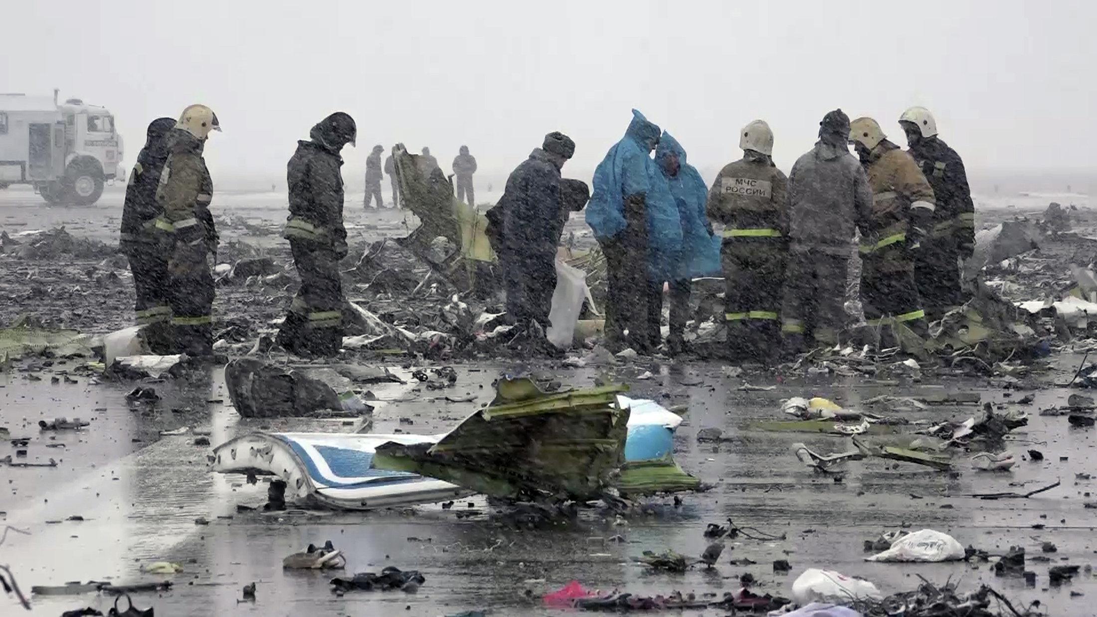 Фото с места крушения боинга 737 4