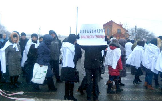 Протестующие перекрыли движение транспорта на трассе Киев - Харьков в районе села Супруновка в Полтавской области