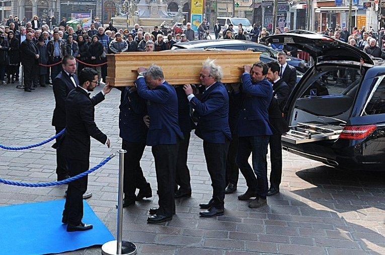 Похороны Кампф Сержа, французского предпринимателя, основателя и президента компании Capgemini