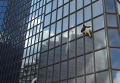 Ален Робер забирается на небоскреб Total, 21 марта 2016 г.
