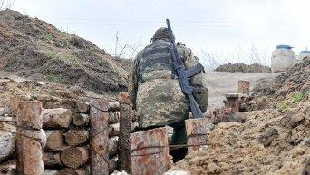 Украинские военные на позициях в Донбассе. Архивное фото