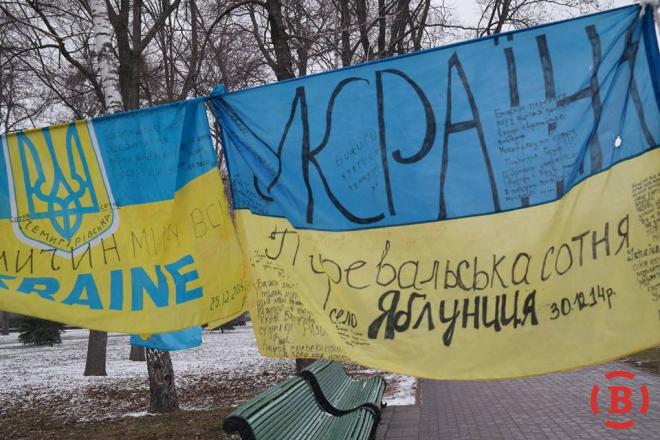 Флаги, вывешенные в центре Полтавы в поддержку мира в Украине
