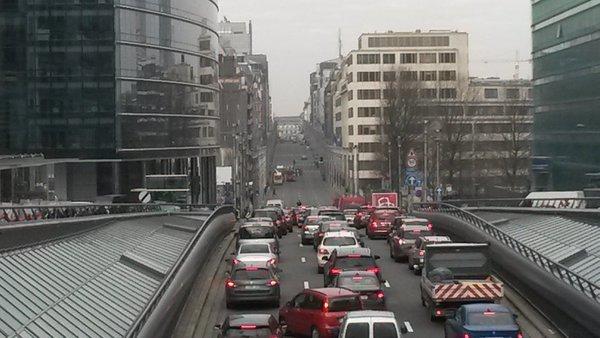 Движение в Брюсселе парализовано после терактов
