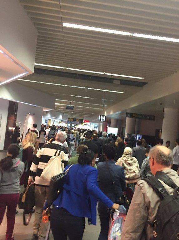 паника в аэропорту Брюсселя после взрывов