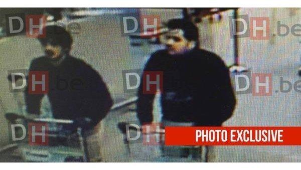 Бельгийская газета Derniere Heure опубликовала фотографию двух предполагаемых террористов