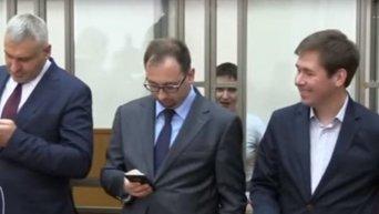 Надежда Савченко поет во время оглашения приговора в суде. Видео