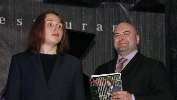 Сын художника Никаса Сафронова Лука Затравкин (слева). Архивное фото