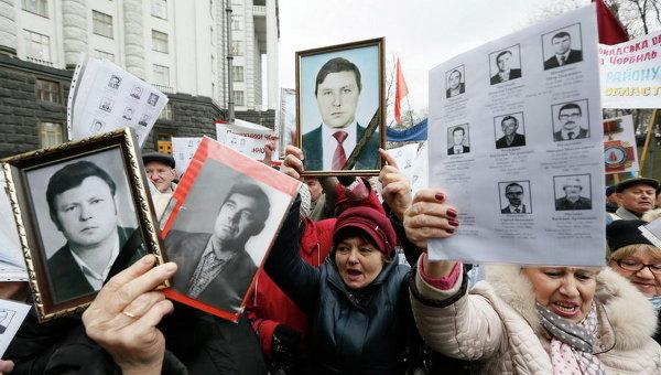 Протестующие требуют увеличить выплаты социальной помощи и льгот для пострадавших от аварии на Чернобыльской АЭС, Киев