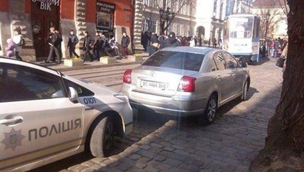 Водителя мэра Львова оштрафовали за езду по встречной полосе – полиция