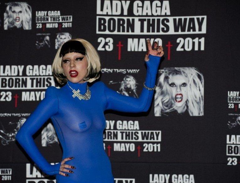 Lady Gaga позирует на пресс-конференции в Мехико