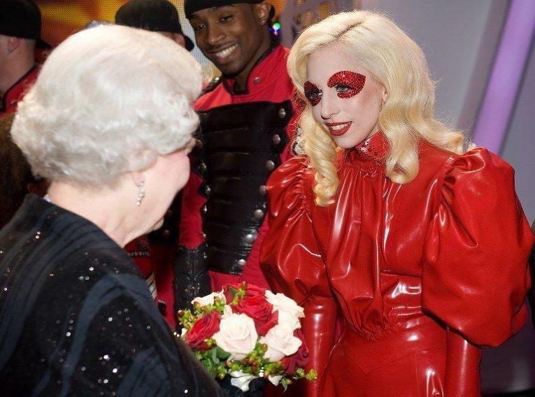 Королева Великобритании Елизавета II и певица Lady Gaga